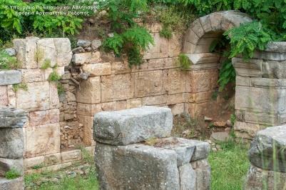 Ρωμαϊκό πρόπυλο στον Άγιο Χαράλαμπο Μαρώνειας