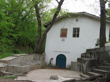 Η πηγή και το εκκλησάκι «Αγίας Άννας» -στο χωριό Trakiets