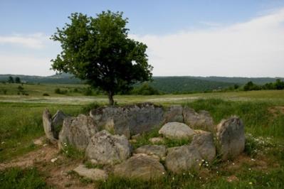 Θρακικός μεγαλιθικός τάφος