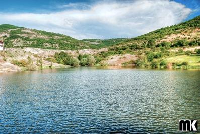 Λίμνη κοντά στο χωριό Letovnik